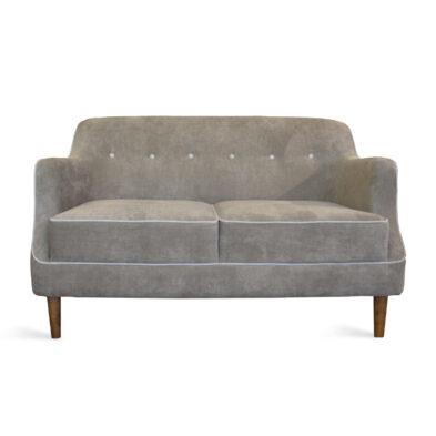 sofa nyaman di ruang tamu